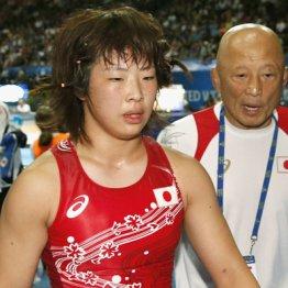15年世界選手権で希和(左)のセコンドに付いた栄監督