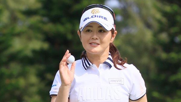 礼儀正しく、ゴルフに向き合う姿勢は真剣(C)日刊ゲンダイ