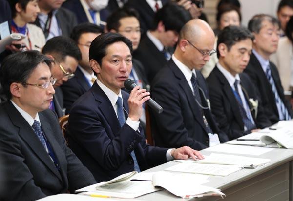 安倍首相をかばう必要なし(C)日刊ゲンダイ