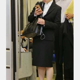 朝の電車内で女性ばかりが被害に(写真はイメージ)/(C)日刊ゲンダイ