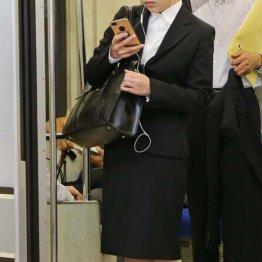 朝の電車内で女性ばかりが被害に(写真はイメージ)