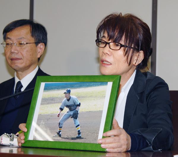 死亡した市川大輔さんの母・正子さん(C)共同通信社
