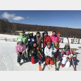 プロスキーヤー我満嘉治氏(下列左から2番目)のスキースクールも(提供写真)