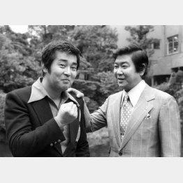 石原裕次郎(右)と渡哲也/(C)共同通信社