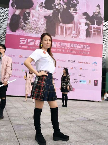 """""""アムラー""""ファッションの中国人ファン(C)日刊ゲンダイ"""
