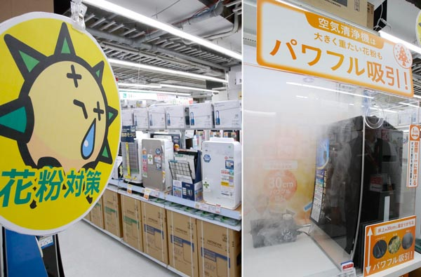 この時季が一番売れる(空気清浄機コーナー=ビックカメラ有楽町店で)吸引力の実験もあり(右)/(C)日刊ゲンダイ