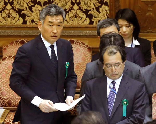 2017年3月には武内国際局長(左)と迫田国税庁長官が参考人招致された/(C)日刊ゲンダイ