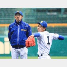 大谷の練習を見守る相馬監督(C)日刊ゲンダイ