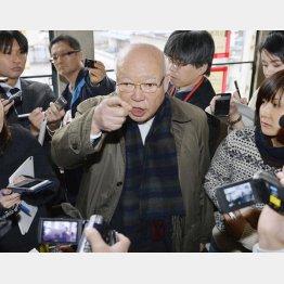2017年1月、記者の質問に答える中央魚類の伊藤裕康会長(C)共同通信社