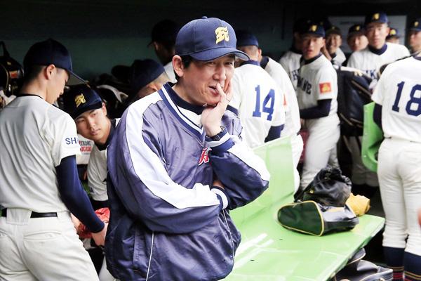 彦根東の村中隆之監督(C)日刊ゲンダイ