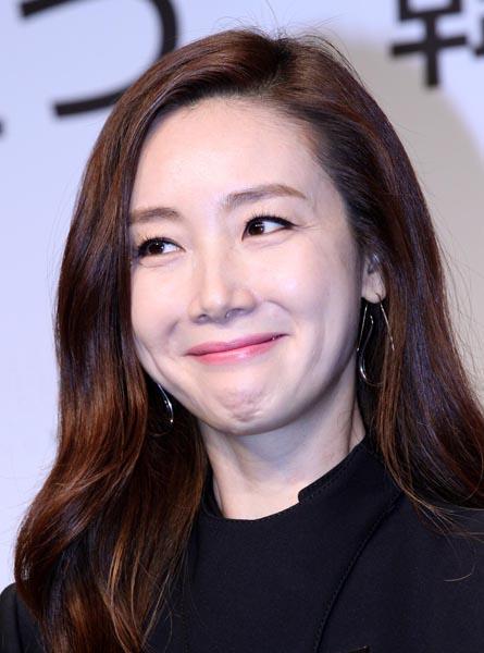 人気女優の電撃婚に韓国芸能界もビックリ(C)日刊ゲンダイ
