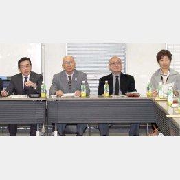 3月8日、理事会で同席した谷岡学長(右端)と高田専務理事(左端)/(C)日刊ゲンダイ