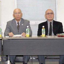 3月8日、理事会で同席した谷岡学長(右端)と高田専務理事(左端)