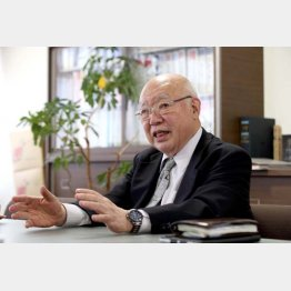 「最近、すっかり怖い人だと思われちゃってね」と笑う伊藤会長/(C)日刊ゲンダイ
