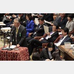 テレビはどれもアベチャンネルに成り下がる(衆院予算委で答弁する上田NHK会長)/(C)日刊ゲンダイ