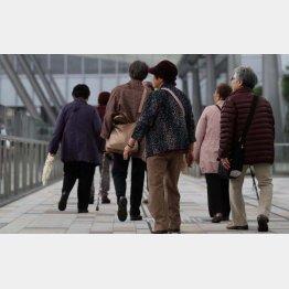 2038年、65歳以上の人口は3割を軽く超える(C)日刊ゲンダイ