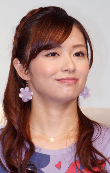 伊藤綾子アナとの半同棲報道で二宮の人気は急落(C)日刊ゲンダイ