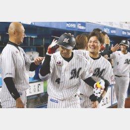 2試合連続本塁打を放った藤岡裕(C)共同通信社