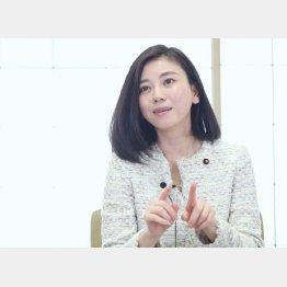 インタビューに応じる斉藤りえさん(C)日刊ゲンダイ