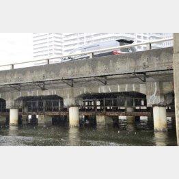 老朽化が進む首都高1号羽田線の底面(C)共同通信社
