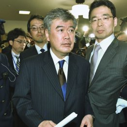 福田次官を見た国民感情 「まだ柳瀬に嘘をつかせるのか」
