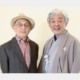 柳家喬太郎(右)と吉川潮氏/(C)日刊ゲンダイ