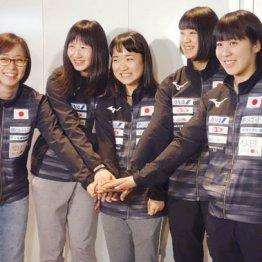「目標は優勝」と石川佳純(左)