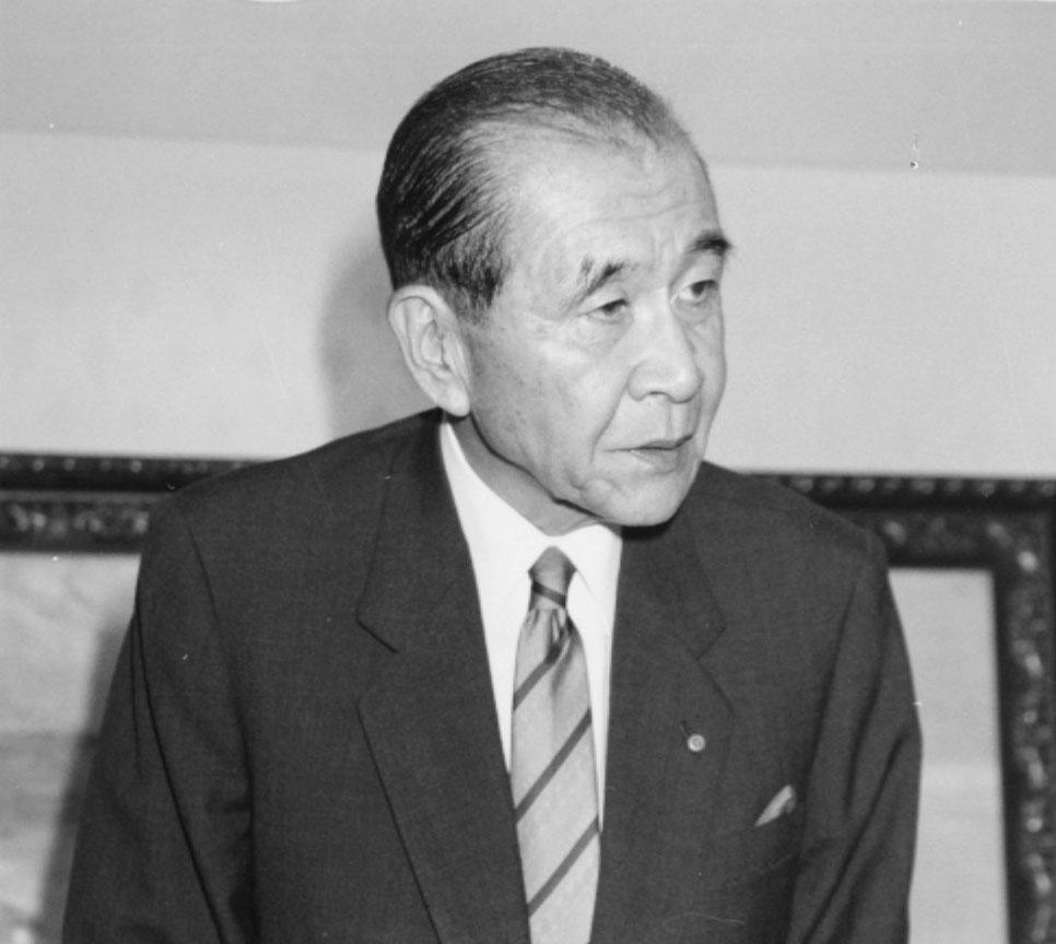 住銀の不祥事で責任を取り、記者会見で頭を下げる磯田一郎氏(C)共同通信社
