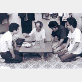 左から、本人、杉兵助、渡辺正行、小宮孝泰(提供写真)