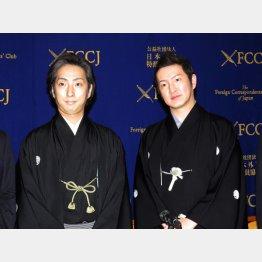 松竹大歌舞伎の会見に登壇した中村七之助(左)と中村獅童(C)日刊ゲンダイ