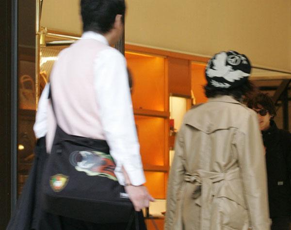 """""""少額おねだり""""に要注意(C)日刊ゲンダイ"""