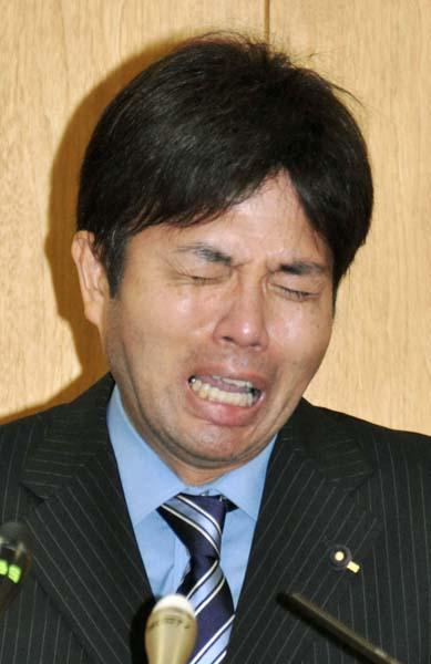 この姿に日本中が凍り付いた(C)共同通信社