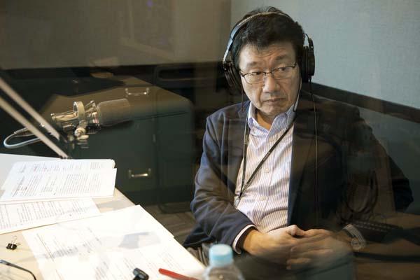 18年度のナビゲーターを務める震災復興支援ラジオ番組「Hitachi Systems HEART TO HEART」(J-WAVEと東北放送)の収録風景/(C)Koji Takano