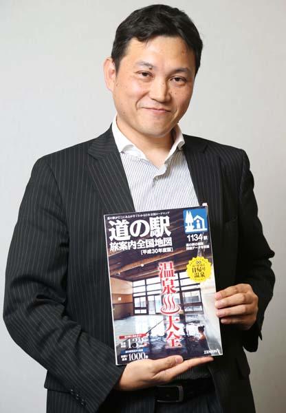 「道の駅 旅案内全国地図」の守屋編集長(C)日刊ゲンダイ