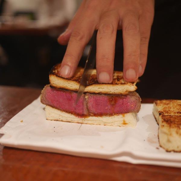 ヒレ肉の味をたっぷり堪能(C)日刊ゲンダイ