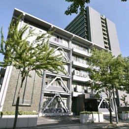 広島中央署(手前)と県警本部(右奥)