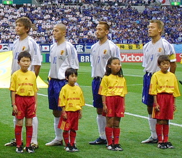 02年W杯ベルギー戦の試合直前(右が森岡氏)/(C)Norio ROKUKAWA/Office La Strada