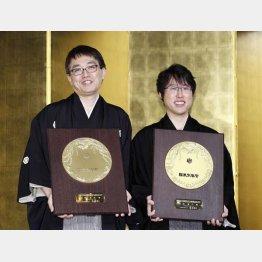 国民栄誉賞を獲得した羽生善治竜王と井上裕太七冠(C)共同通信社