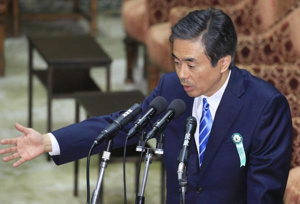 野党の質問に答える柳瀬元秘書官(C)日刊ゲンダイ