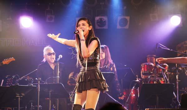 2010年から音楽活動を始めた原田徳子さん(C)ロックライアードピクチャーズ