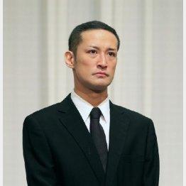 謝罪会見で存在感を放った松岡(C)日刊ゲンダイ