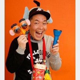 「一番好きなのはプルート」と上田さん/(C)日刊ゲンダイ