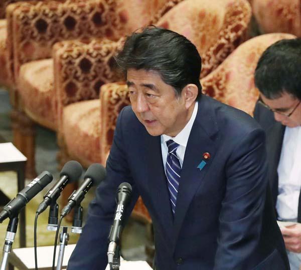 衆院予算委員会で答弁する安倍首相(14日)/(C)日刊ゲンダイ