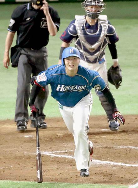 七回の第3打席で二塁打を放った清宮(C)日刊ゲンダイ