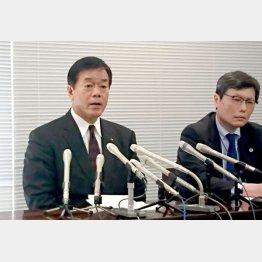 謝罪会見を行った杉山県議(左)と担当弁護士(C)日刊ゲンダイ