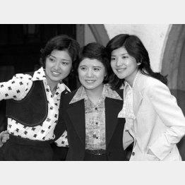 3人娘は1977年に卒業式会見(C)共同通信社