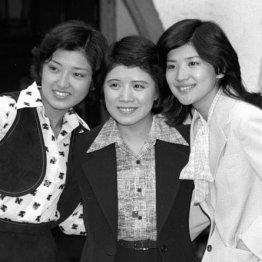 3人娘は1977年に卒業式会見