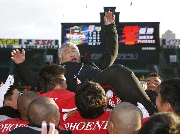 昨年の甲子園ボウルでは27年ぶりの優勝を果たした日大だが…(C)共同通信社