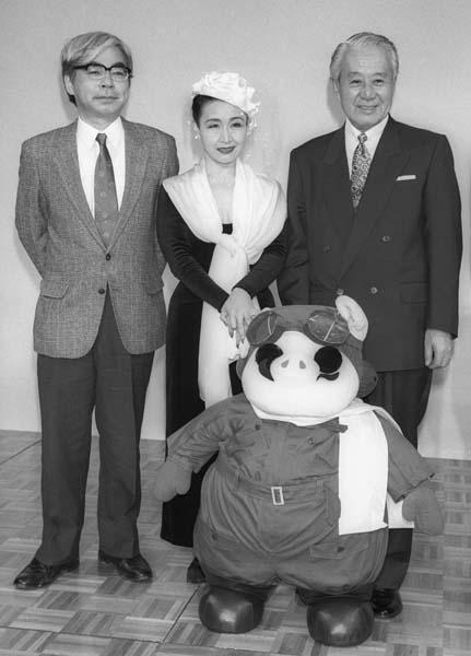 左から宮崎駿監督、加藤登紀子、森山周一郎(C)共同通信社
