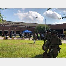 事件が起きたテキサス州サンタフェの高校(C)ロイター=共同